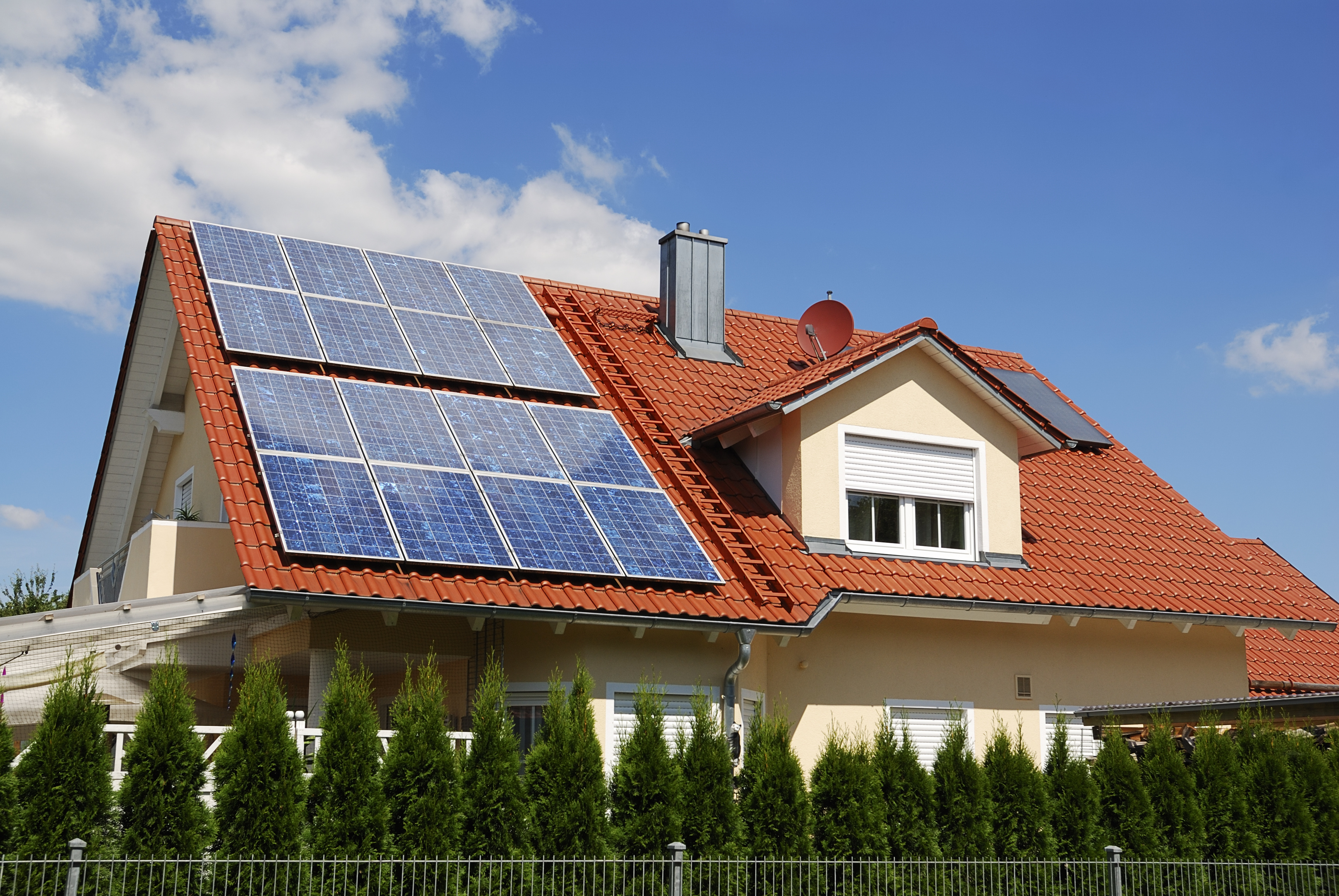 House with residential solar system for article about the cost of tariffs